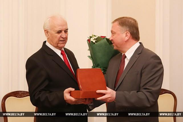 Кобяков поздравил Линга с юбилеем