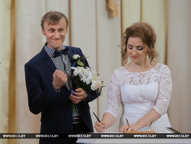 Церемония бракосочетания девяти пар прошла в Минске в День города