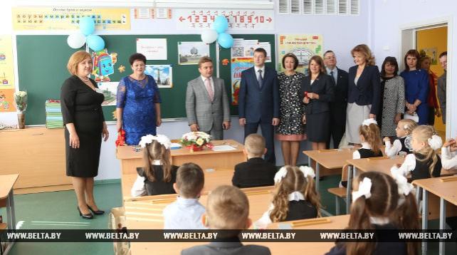 Первых учеников в День знаний приняла школа-новостройка в минском микрорайоне Домбровка