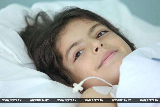 Белорусские хирурги удалили опухоль 10-летней сирийской девочке