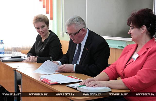 Игорь Карпенко посетил Гацуковскую среднюю школу в Слуцком районе