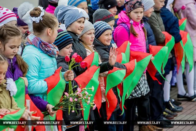 Более 500 мальчиков и девочек вступили в ряды пионеров в Брестской крепости