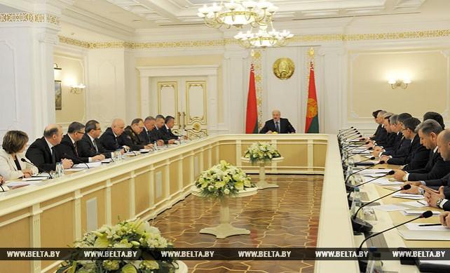 Лукашенко провел совещание с членами рабочей группы по вопросам совершенствования контрольной деятельности и исключения излишних требований к бизнесу