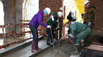 Представители Гродненского облисполкома занимались строительными работами в дворцово-парковом комплексе Воловичей в Святске