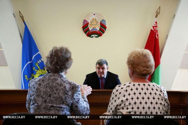 Григорий Шлык провел выездной прием граждан в Слонимском районе