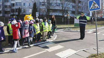 Инспекторы ГАИ провели акцию в столичной школе с Бонстиками