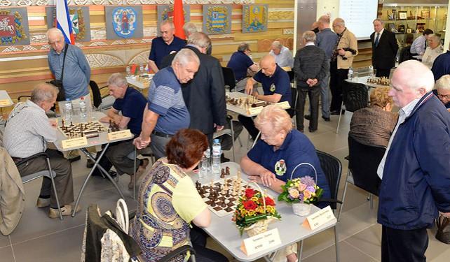 Петришенко и Дворкович открыли турнир по быстрым шахматам среди ветеранов Минска и Москвы
