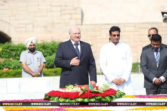 Лукашенко в Нью-Дели возложил венок к монументу Махатмы Ганди