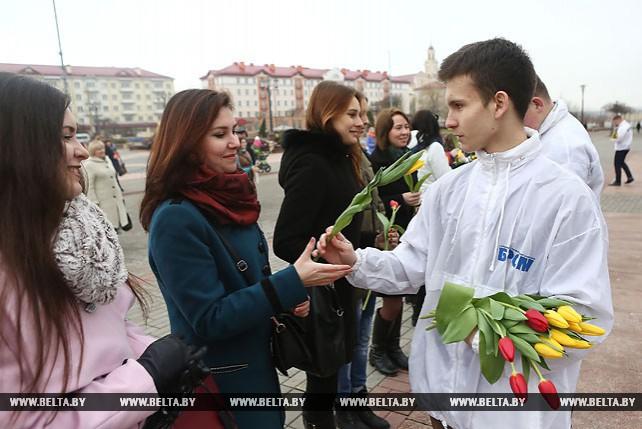 """Акцию """"Миллион алых тюльпанов"""" провели в Гродно"""