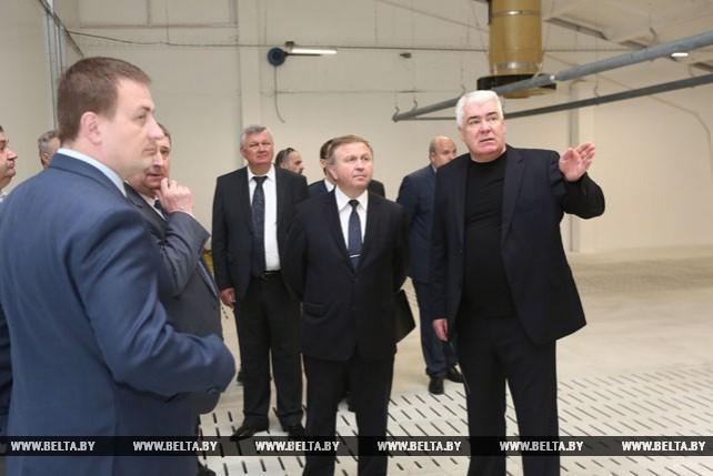 Кобяков ознакомился со строительством агропредприятия в Слонимском районе