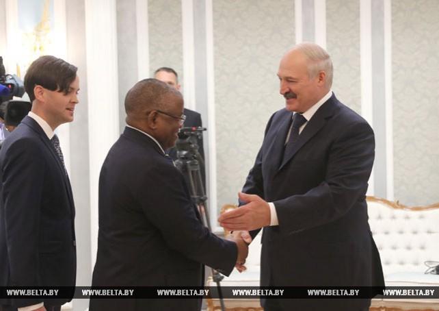 Лукашенко встретился с главой внешнеполитического ведомства Анголы Жорже Ребелу Пинту Шикоти