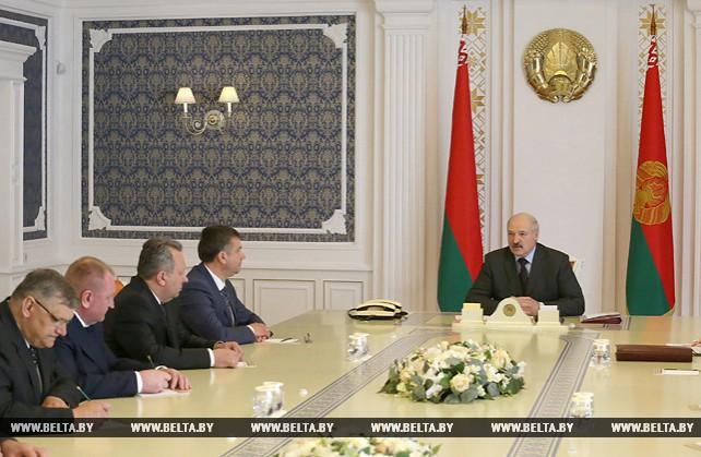 Лукашенко требует выполнения задач по повышению жизненного уровня населения