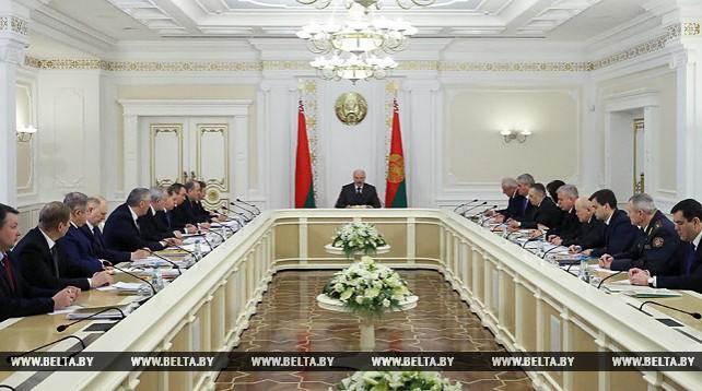 Лукашенко провел совещание об актуальных вопросах развития страны