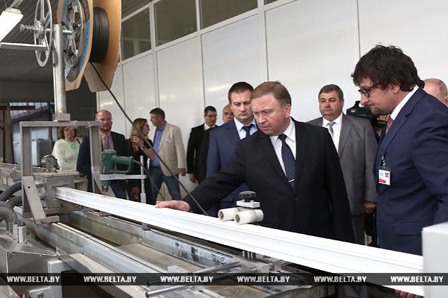 """Кобяков посетил СООО """"БелЕФ-пласт"""" в Слониме"""