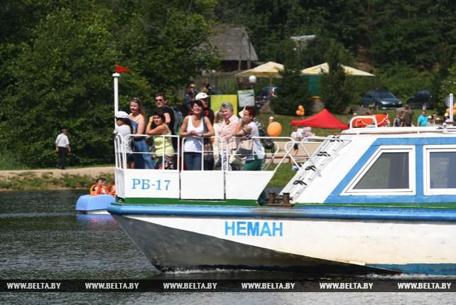 В жаркие дни гродненцы отдыхают на Августовском канале