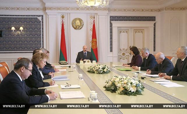 Лукашенко провел совещание по вопросу оптимизации численности работников государственных органов