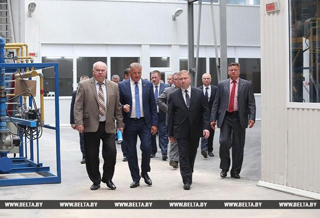 Кобяков посетил Борисовский хрустальный завод