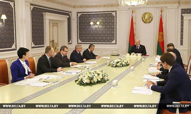 Новации в отдельных сферах экономической деятельности обсуждаются на совещании у Президента Беларуси