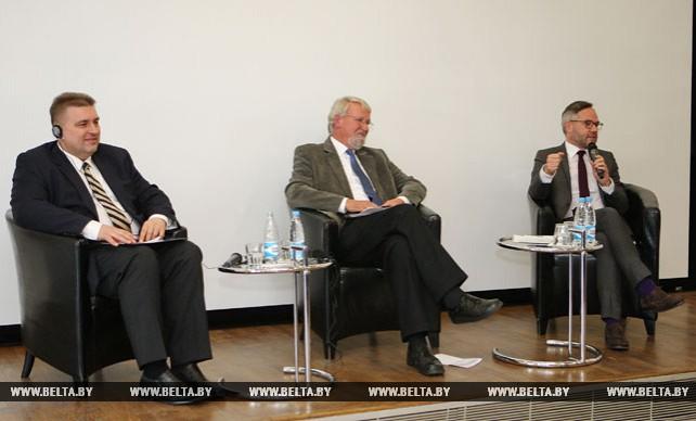 """Диспут """"25 лет общественных и дипломатических отношений между Беларусью и Германией: ретроспектива и перспектива"""""""