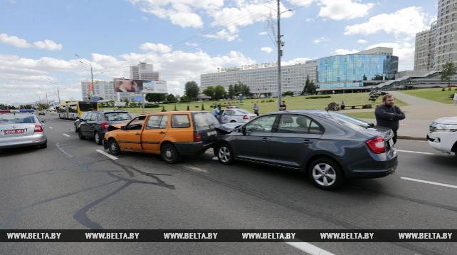 ДТП с участием четырех автомобилей произошло в Минске на проспекте Победителей
