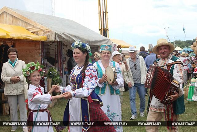 """Более 200 мастеров из разных стран представляют свои изделия на празднике """"Купалье"""" в Александрии"""