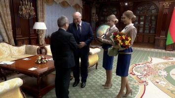 Лукашенко наградил посла Китая орденом Почета
