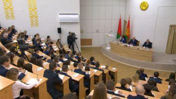 Лукашенко: Академия управления при Президенте должна стать главным вузом