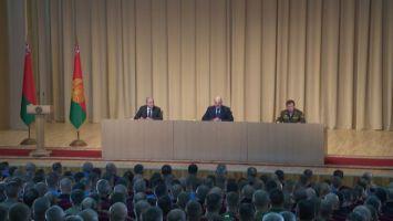 """""""Вы сегодня встречаетесь с человеком, который на ногах умудрился перенести коронавирус"""" - Лукашенко о вчерашнем заключении врачей"""