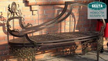 В Минске открыли музыкальную скамейку в память о композиторе Олеге Молчане