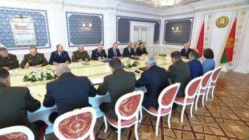 Лукашенко поручил пригласить генпрокуроров России и Украины для разбирательства с задержанными боевиками
