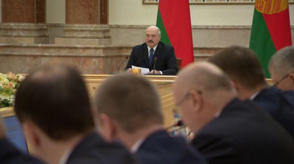 Как возвращать долги и где брать кадры - у Лукашенко обсудили будущее агрокомплекса Витебской области