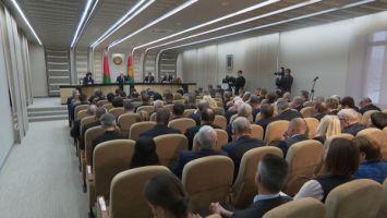"""""""Детей воспитывает либо улица, либо интернет"""" - Лукашенко о проблемах в образовании"""