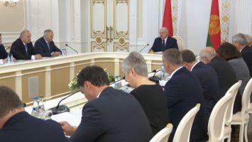 Лукашенко рассказал, кто из чиновников в Беларуси сохранит свой пост после выборов