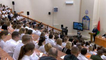 Президент Беларуси считает преждевременным вводить практику лицензирования или обязательной аккредитации врачей