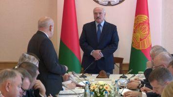 Лукашенко поручил привлечь банки к помощи отстающим сельхозорганизациям Витебской области
