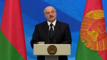 Лукашенко творческим людям: творите, собирайте залы, сколько заработаете - все ваше