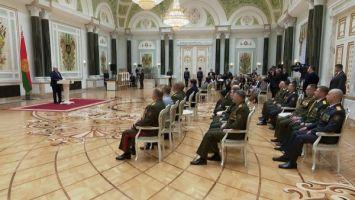 """""""Нация может развиваться только на позитивных идеях"""" - Лукашенко вручил госнаграды и генеральские погоны"""