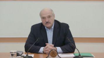 Лукашенко пообещал посетить ряд медучреждений, занятых в лечении больных коронавирусом