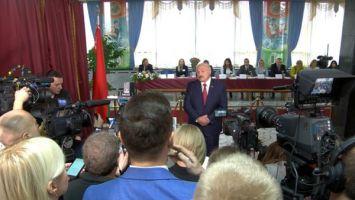 Лукашенко о намерении баллотироваться: я за это кресло не держусь, но свою кандидатуру предложу