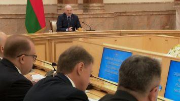 Лукашенко: с предателями церемониться не будем