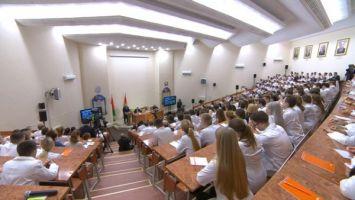 Лукашенко высказался об обязательном распределении студентов-медиков