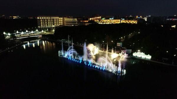 Лукашенко и Греф открыли в Минске уникальный светомузыкальный фонтан