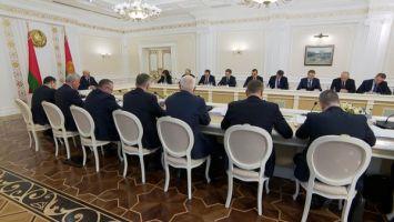 Лукашенко выступил за введение в Беларуси самых жестких мер за неуплату налогов