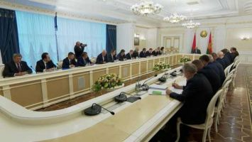 Лукашенко: по хорошей традиции мы всегда проводили выборы как настоящий праздник для людей