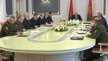 Лукашенко об уличных беспорядках: успокоиться и дать нам навести порядок