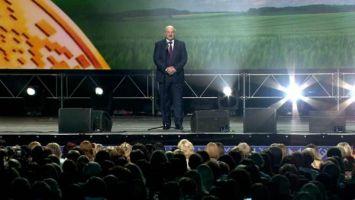 Лукашенко: выборы состоялись, и они законны