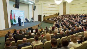 Лукашенко назвал точки роста промышленного сектора Витебской области