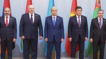 Лукашенко в Ашхабаде принял участие в саммите СНГ