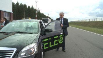 Семашко протестировал первый белорусский электромобиль