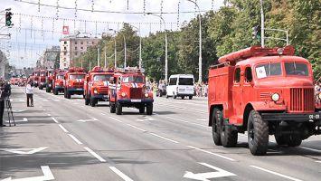Парад спасателей и техники МЧС, посвященный Дню пожарной службы, прошел в Минске